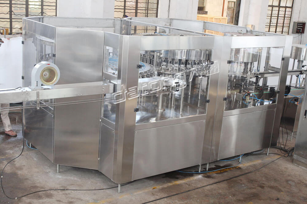 Auto Bottle Carbonated Drinks Filling Machine